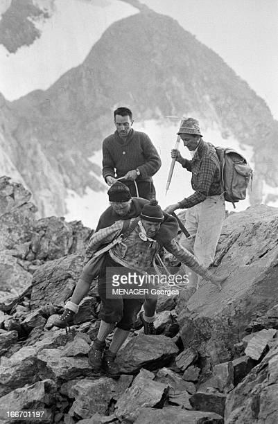 Operation Survival In The Mountains In 1960 24 JUILLET 1960 une expédition de type survie en hautemontagne avec des hommes et des femmes Dans la...