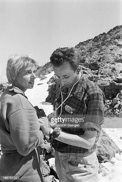Operation Survival In The Mountains In 1960 24 JUILLET 1960 une expédition de type survie en hautemontagne avec des hommes et des femmes Un homme...