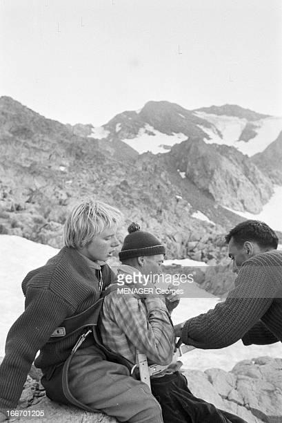 Operation Survival In The Mountains In 1960 24 JUILLET 1960 une expédition de type survie en hautemontagne avec des hommes et des femmes Dans un...