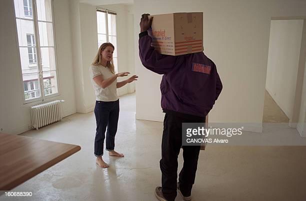 Operation Survival Paris en mars 2000 Opération survie Caroline MANGEZ reporter à Paris Match a passé quatre jours seule dans une pièce vide avec son...