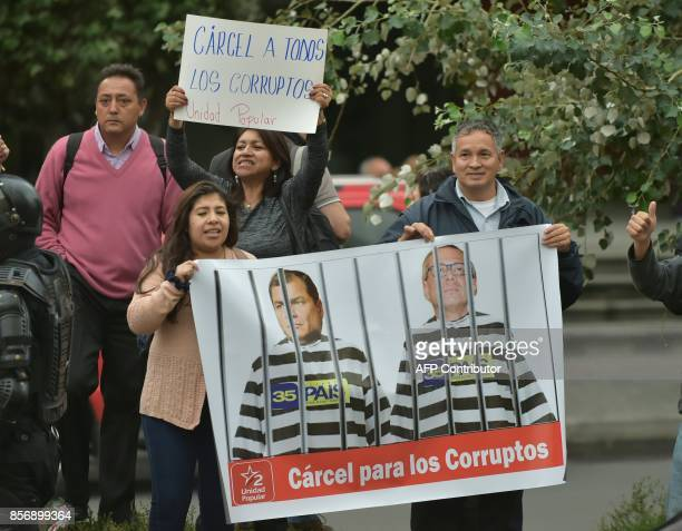 Opponents of Ecuadorean VicePresident Jorge Glas who was allegedly caught up in the Odebrecht scandal demonstrate outside the National Court in Quito...