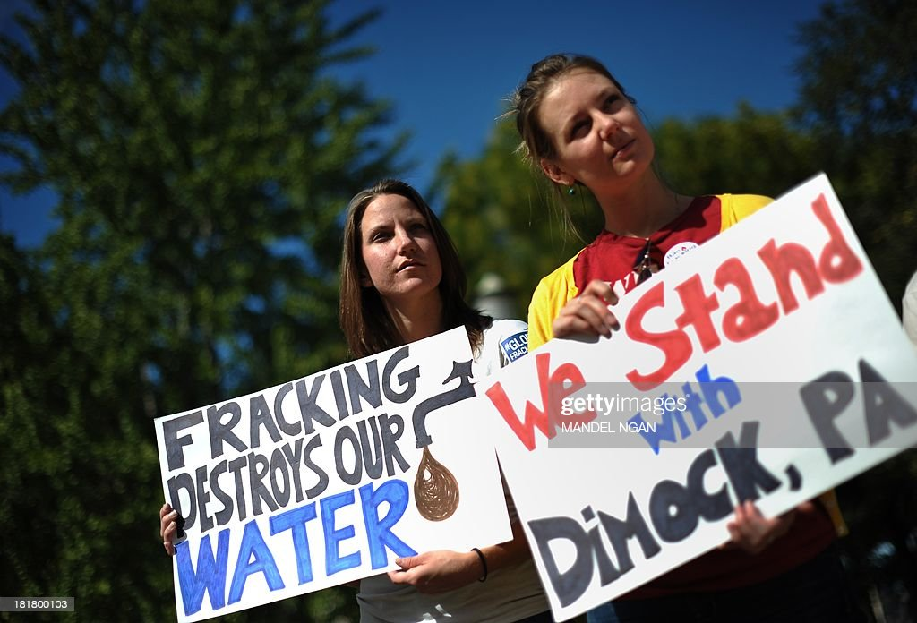 Opponents of hydraulic fracturing or 'fracking' hold placards during a rally in Lafayette Square, across from the White House, on September 25, 2013 in Washington, DC. The demonstrators say they have collected 250,000 signatures calling on the EPA to re-open investigations into alleged fracking related pollution cases in Pennsylvania, Texas and Wyoming. AFP PHOTO/Mandel NGAN