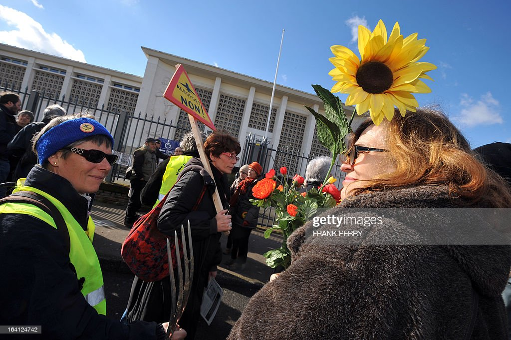 Opponents of the Notre-Dame des Landes airport demonstrate on March 20, 2013 outside the Saint-Nazaire courthouse.