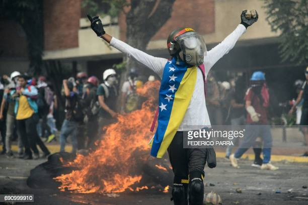 TOPSHOT Opposition demonstrators clash with riot police in Caracas on May 31 2017 Venezuelan authorities on Wednesday began signing up candidates for...