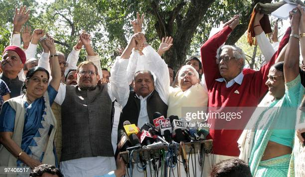 Opposition leaders Sushma Swaraj Sharad Yadav Mulayam Singh Yadav Lalu Prasad Yadav and Gurdas Dasgupta talk to the media after they walked out of...