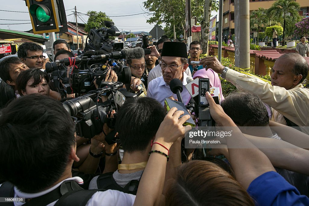 Opposition party leader <a gi-track='captionPersonalityLinkClicked' href=/galleries/search?phrase=Anwar+Ibrahim&family=editorial&specificpeople=600601 ng-click='$event.stopPropagation()'>Anwar Ibrahim</a> speaks to the media after voting May 5, 2013 in Penanti, Malaysia. Millions of Malaysians cast their vote on Sunday in one of the most tightly contested Malaysian election since independence in 1957. The opposition coalition, Pakatan Rakyat (People's Alliance), led by former deputy prime minister <a gi-track='captionPersonalityLinkClicked' href=/galleries/search?phrase=Anwar+Ibrahim&family=editorial&specificpeople=600601 ng-click='$event.stopPropagation()'>Anwar Ibrahim</a> is seeking to gain power on a national level against the ruling party Barisan Nasional.