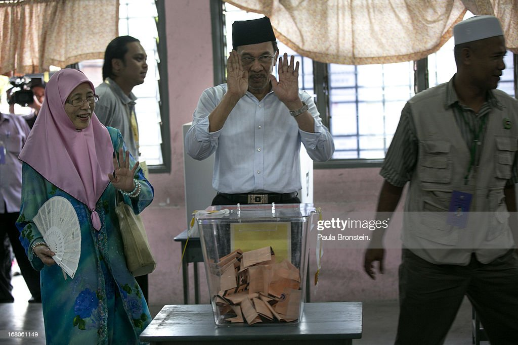 Opposition party leader Anwar Ibrahim votes along side his wife Dr, Wan Nur Azizah May 5, 2013 in Penanti, Malaysia. Millions of Malaysians cast their vote on Sunday in one of the most tightly contested Malaysian election since independence in 1957. The opposition coalition, Pakatan Rakyat (People's Alliance), led by former deputy prime minister Anwar Ibrahim is seeking to gain power on a national level against the ruling party Barisan Nasional.