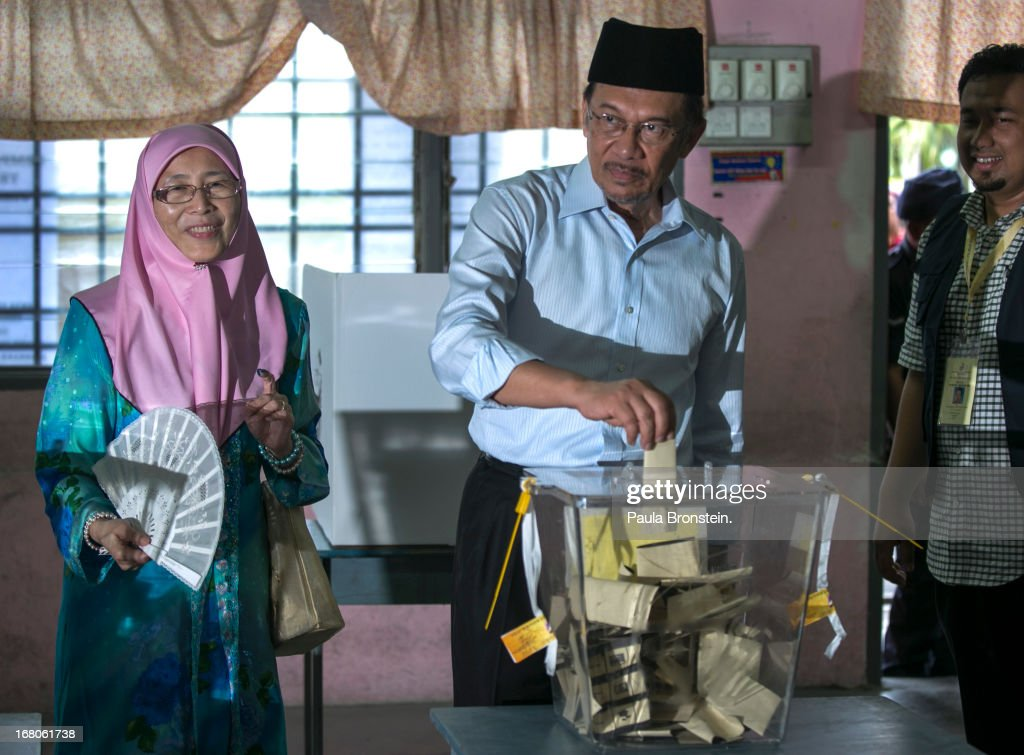 Opposition party leader <a gi-track='captionPersonalityLinkClicked' href=/galleries/search?phrase=Anwar+Ibrahim&family=editorial&specificpeople=600601 ng-click='$event.stopPropagation()'>Anwar Ibrahim</a> votes along side his wife Dr, Wan Nur Azizah May 5, 2013 in Penanti, Malaysia. Millions of Malaysians cast their vote on Sunday in one of the most tightly contested Malaysian election since independence in 1957. The opposition coalition, Pakatan Rakyat (People's Alliance), led by former deputy prime minister <a gi-track='captionPersonalityLinkClicked' href=/galleries/search?phrase=Anwar+Ibrahim&family=editorial&specificpeople=600601 ng-click='$event.stopPropagation()'>Anwar Ibrahim</a> is seeking to gain power on a national level against the ruling party Barisan Nasional.