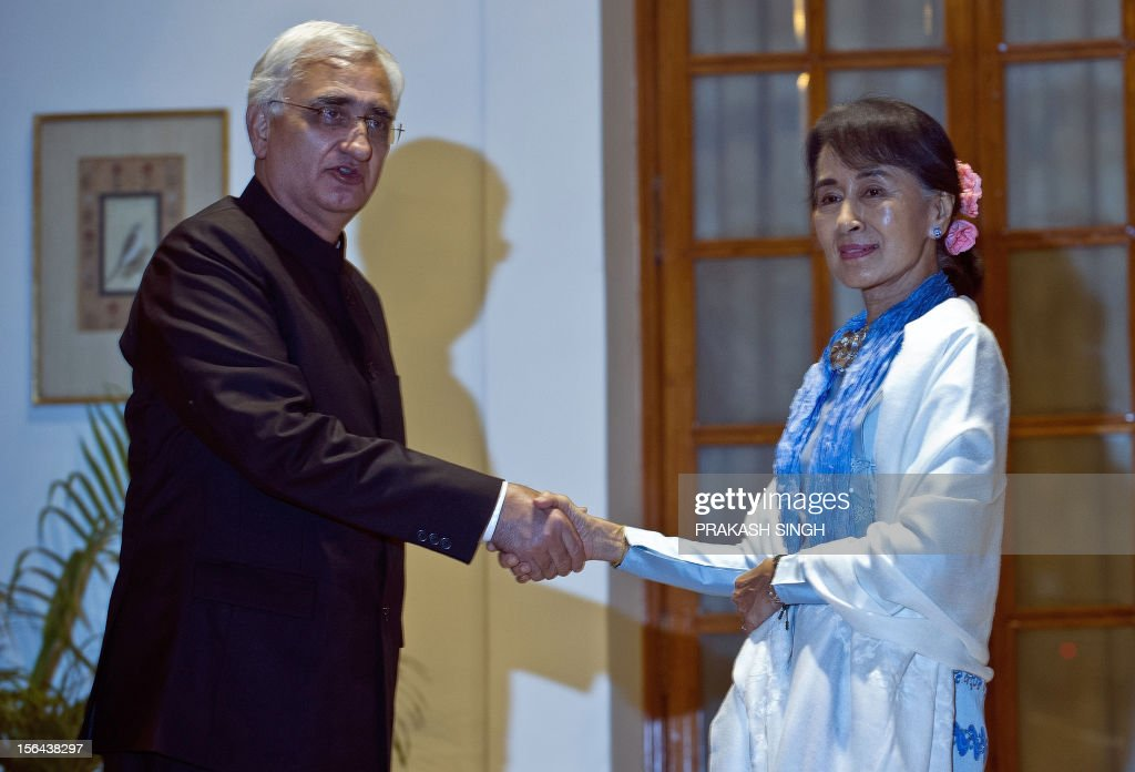 Oppostion leader and Chairperson of The National League for Democracy of Myanmar, Aung San Suu Kyi (R), shakes hands with Indian Foreign Minister Salman Khurshid prior to a meeting in New Delhi on November 15, 2012. Suu Kyi is in India for a seven day visit. AFP PHOTO/ Prakash SINGH