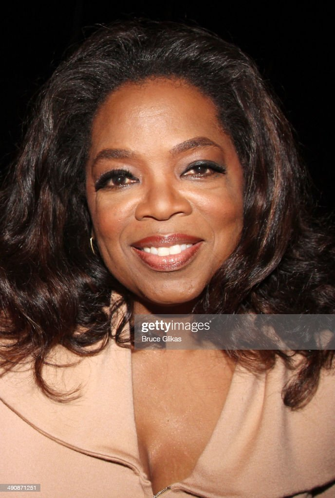 Oprah Winfrey poses backstage at the hit musical 'After Midnight' on Broadway at The Brooks Atkinson Theater on May 15, 2014 in New York City.