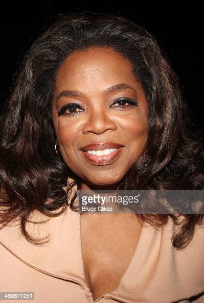 Oprah Winfrey poses backstage at the hit musical 'After Midnight' on Broadway at The Brooks Atkinson Theater on May 15 2014 in New York City