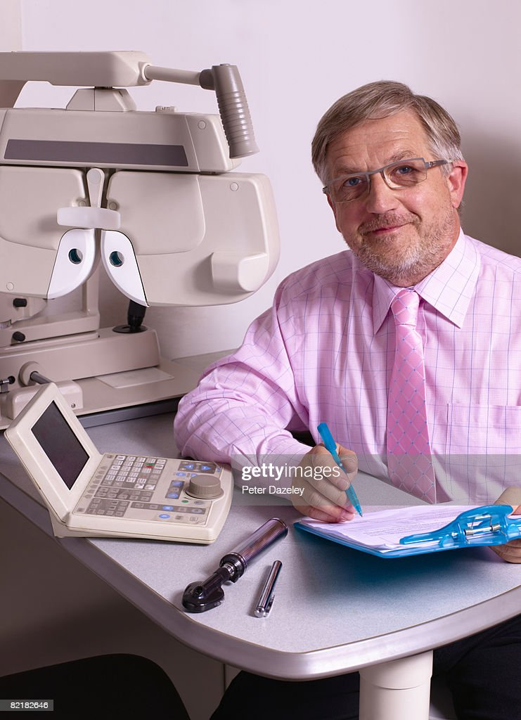 Optician with phoropter : Stock Photo