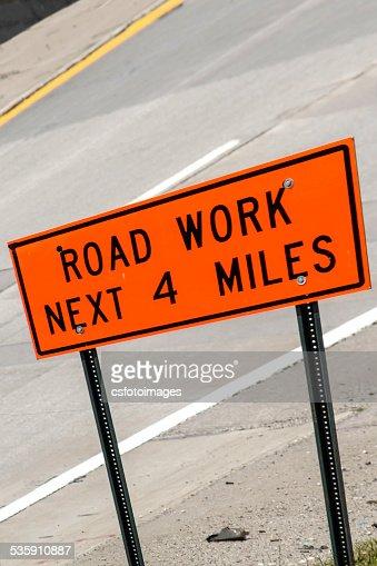 Laranja e preto Sinal de estrada Obras : Foto de stock