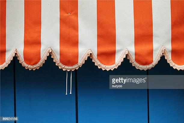 Naranja y blanco shelter cortina