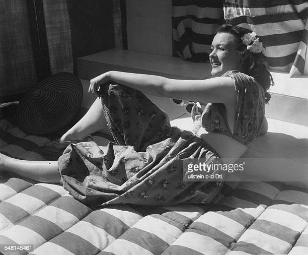 Orange linen bloomers and top with white green floral pattern 1942 Photographer Regine Relang Published by 'Signal' 11/1942 Vintage property of...