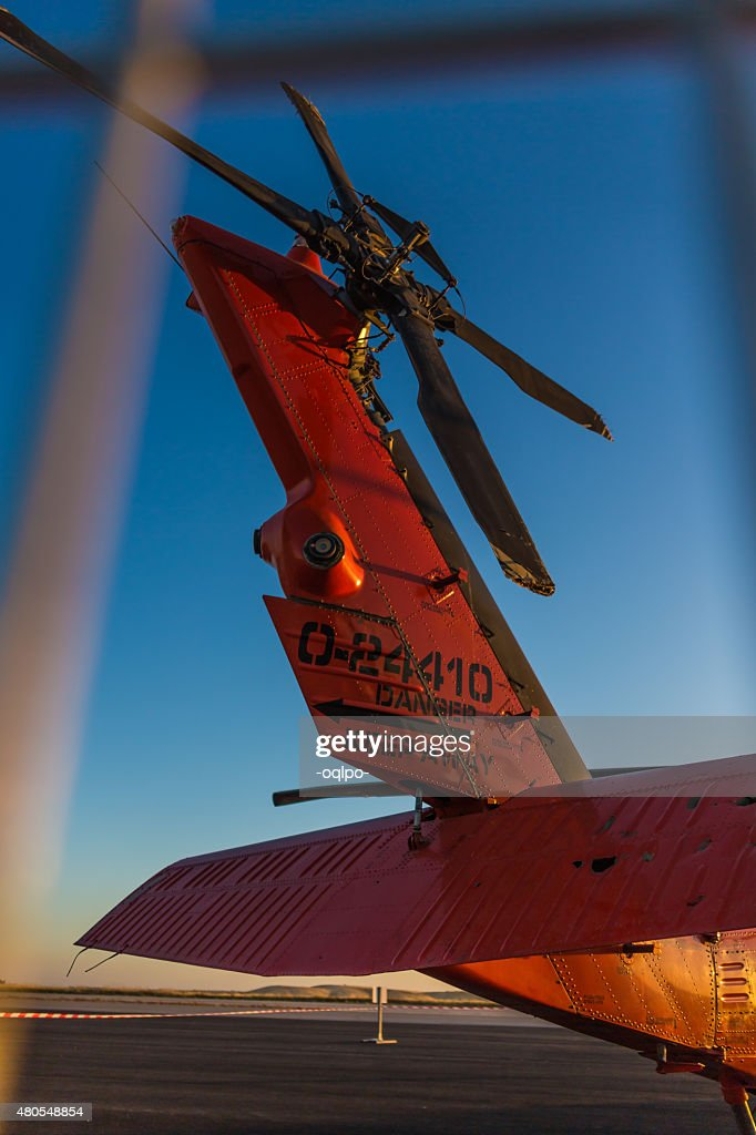 Orange helicóptero militar : Foto de stock