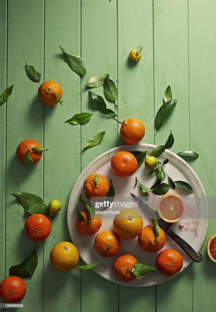 oranges overhead on table : Stock Photo