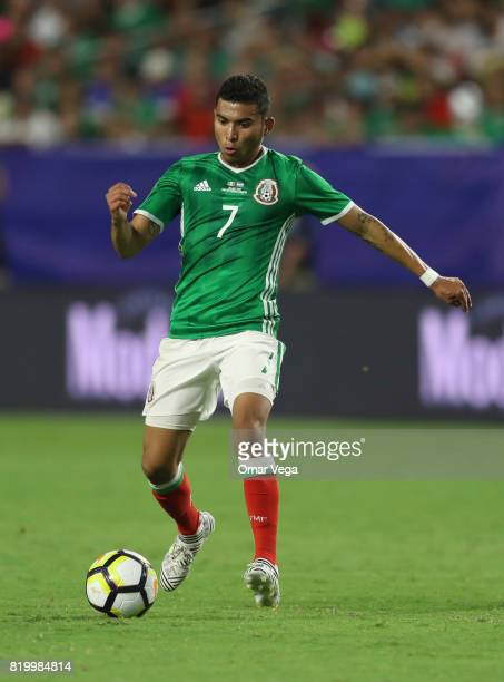 Orbelin Pineda of Mexico controls the ball during the CONCACAF Gold Cup 2017 quarterfinal match between Mexico and Honduras at University of Phoenix...