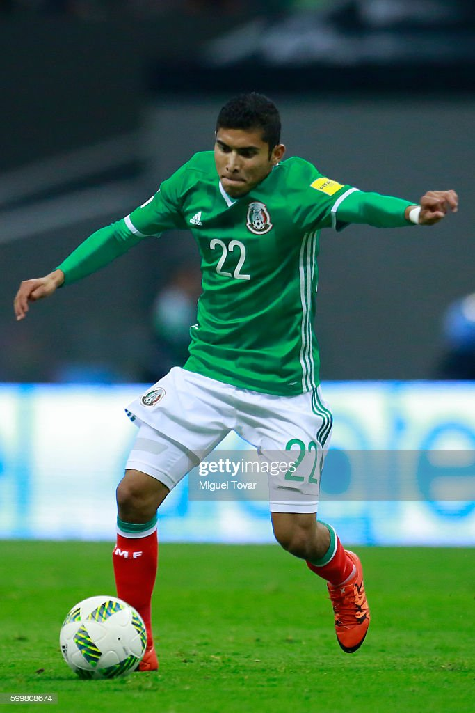 Orbelin Pineda of Mexico drives the ball during a match between Mexico and Honduras as part of FIFA 2018 World Cup Qualifiers at Azteca Stadium on September 06, 2016 in Mexico City, Mexico.