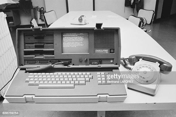 L'ordinateur 'L'executive' à l'agence Gamma en septembre 1983 à Paris France