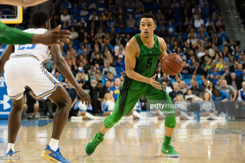 Oregon Ducks guard Elijah Brown (5) looks to pass the ball during the game between the Oregon Ducks and the UCLA Bruins on February 17, 2018, at Pauley Pavilion in Los Angeles, CA.