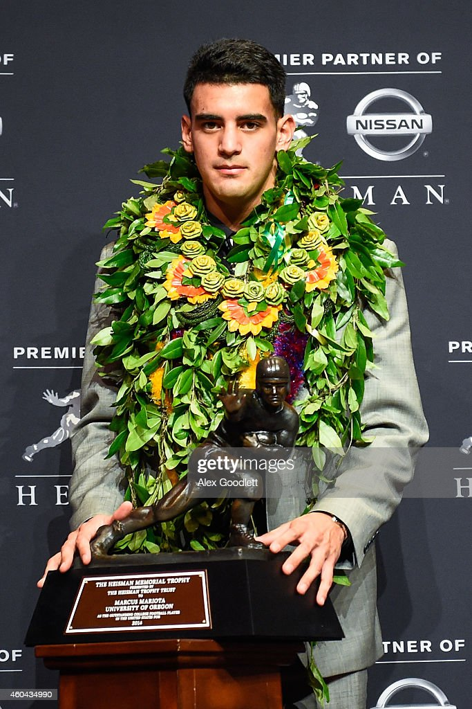 Oregon Ducks quarterback Marcus Mariota poses with the Heisman Trophy during a press conference after the 2014 Heisman Trophy presentation at the New York Marriott Marquis on December 13, 2014 in New York City.
