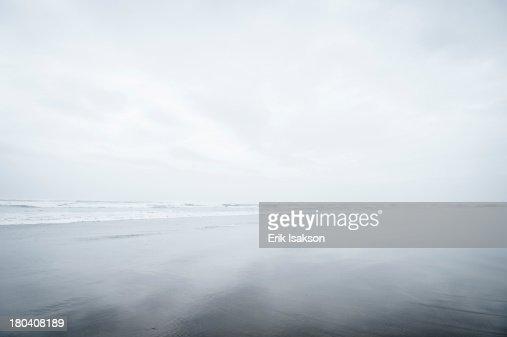 USA, Oregon, Rockaway Beach, Fog over sandy beach