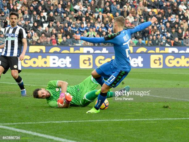 Orestis Karnezis goalkeeper of Udinese Calcio saves a shot from Federoco Ricci of US Sassuolo during the Serie A match between Udinese Calcio and US...