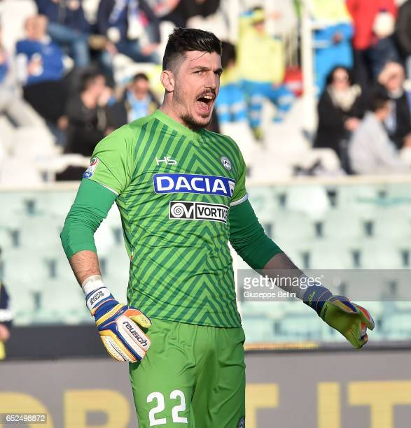 Orestis Karnezis of Udinese Calcio during the Serie A match between Pescara Calcio and Udinese Calcio at Adriatico Stadium on March 12 2017 in...