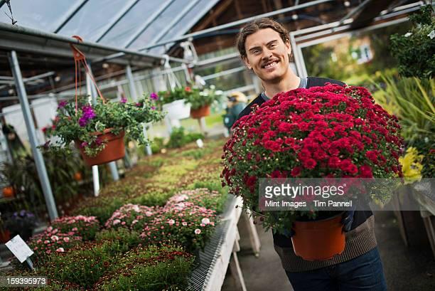 有機農家にご利用いただけます。若い男性の保持、大きな