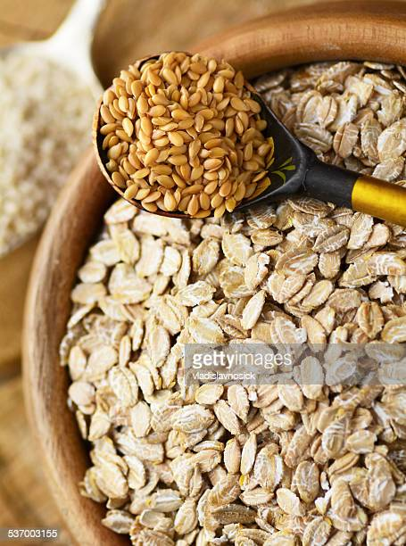 Organic rolled oats and linseeds