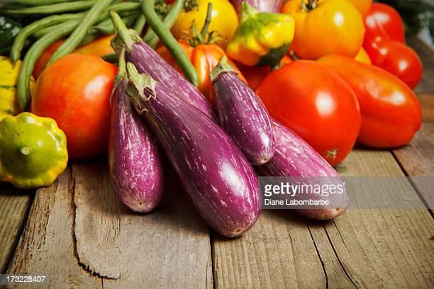 Légumes biologiques sur bois