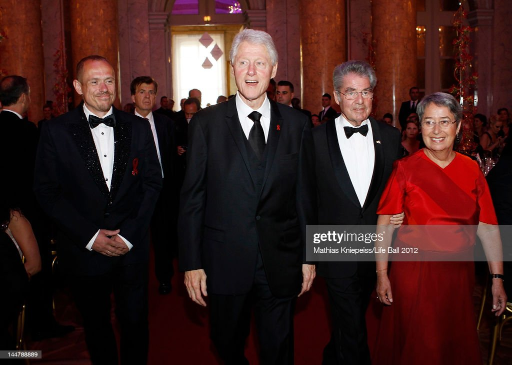 Organizer Gery Keszler, Former U.S. President Bill Clinton, Austrian President Heinz Fischer and his wife Margit enter the Life Ball 2012 AIDS charity gala at Hofburg on May 19, 2012 in Vienna, Austria.