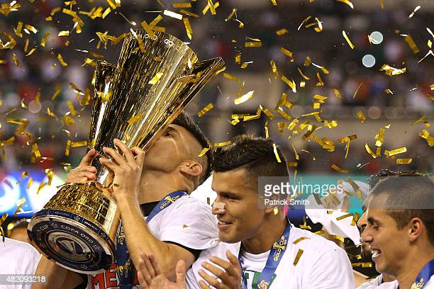 Oribe Peralta of Mexico and teammates celebrate after defeating Jamaica in the CONCACAF Gold Cup Final at Lincoln Financial Field on July 26 2015 in...