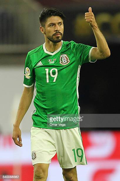 Oribe Peralta of Mexico gives a thumbs up during a group C match between Mexico and Venezuela at NRG Stadium as part of Copa America Centenario US...