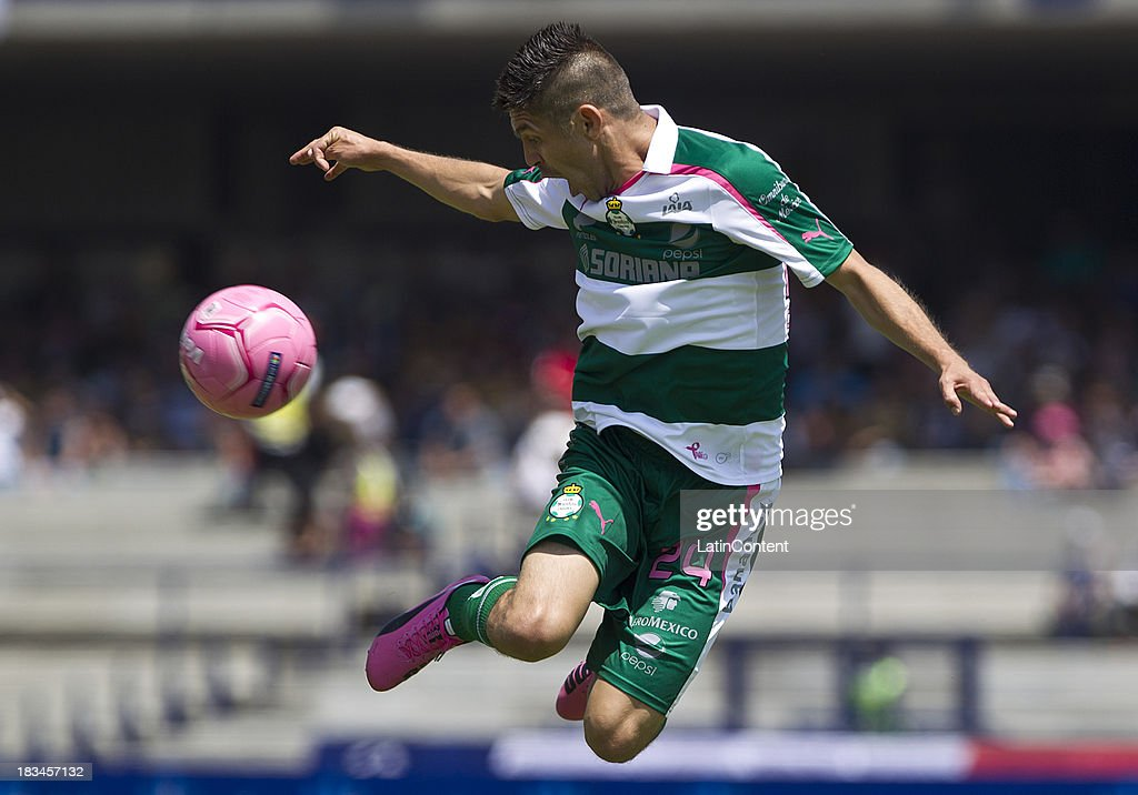 Oribe Peralta of Santos in action during a match between Pumas and Santos as part of the Apertura 2013 Liga MX at Olympic Stadium on October 06, 2013 in Mexico City, Mexico.