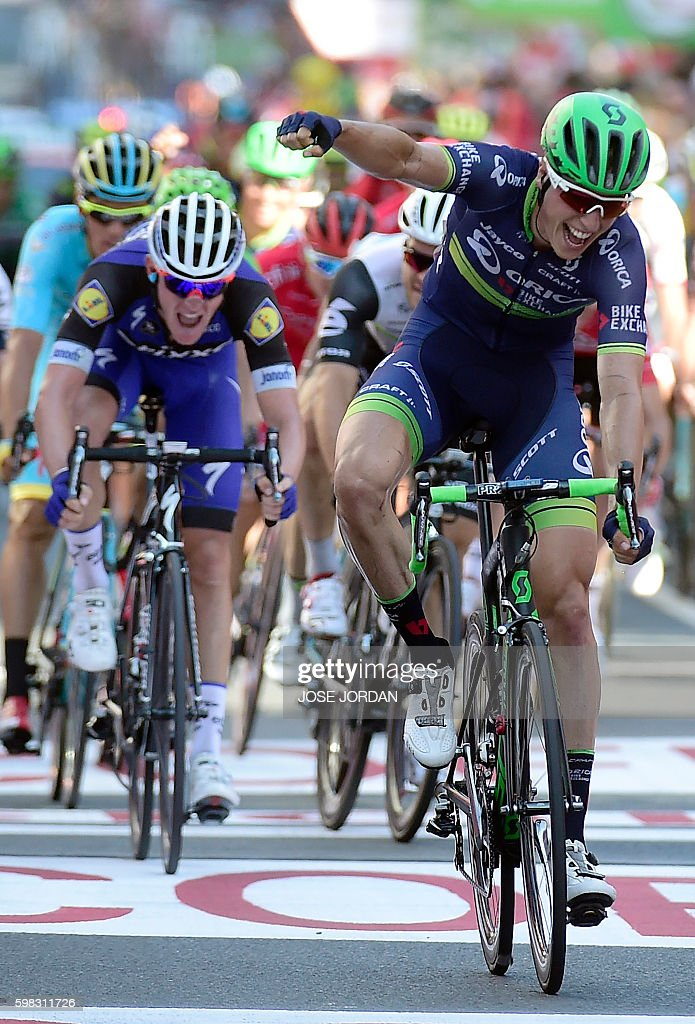 Orica Bikeexchange's Belgian cyclist Jens Keukeleire (R) celebrates winning as he crosses the finish line during the 12th stage of the 71st edition of 'La Vuelta' Tour of Spain, a 193.2km route between Los Corrales de Buelna and Bilbao, on September 1, 2016. / AFP / JOSE
