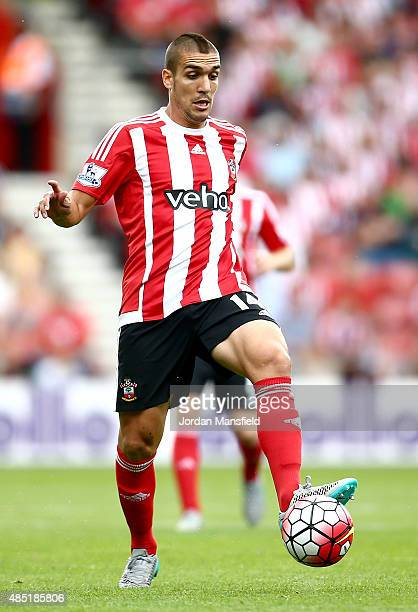 Oriol Romeu of Southampton controls the ball during the Barclays Premier League match between Southampton and Everton on August 15 2015 in...