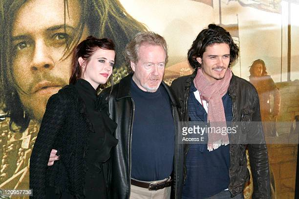 Orlando Bloom Eva Green and Ridley Scott during 'Kingdom of Heaven' Tokyo Press Conference at Gland Ballroom at Park Hyatt Tokyo in Tokyo Japan