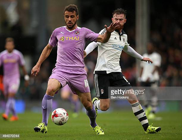 Orlando Sa of Reading advances under pressure from Ryan Tunnicliffe of Fulham during the Sky Bet Championship match between Fulham and Reading on...
