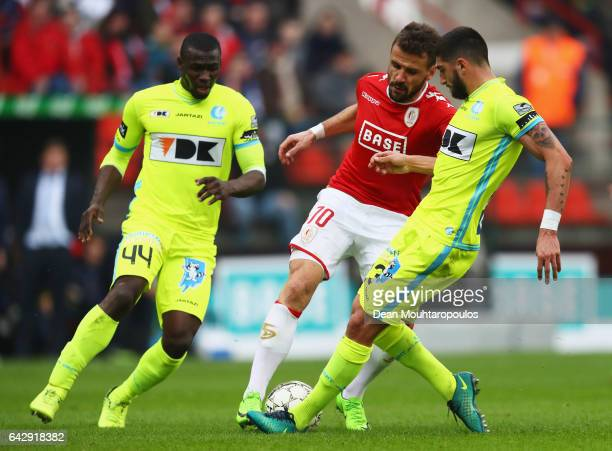 Orlando Sa of Standard Liege battles for the ball with Samuel Gigot and Anderson Esiti of KAA Gent during the Belgian Jupiler Pro League match...