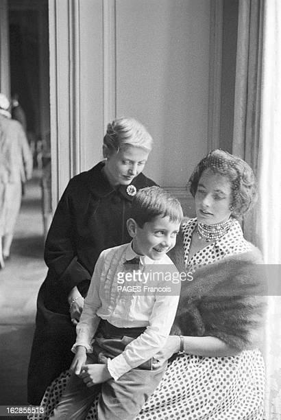 D'Ornano Wedding 1960 le 19 septembre le comte Michel D'ORNANO épouse Anne DE CONTADES deux femmes et un petit garçon assis sur les genoux de l'une...