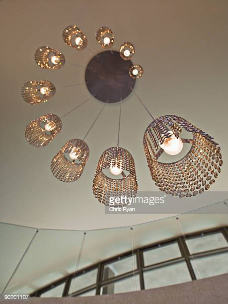 Elaborato lampadario moderno, in una moderna casa