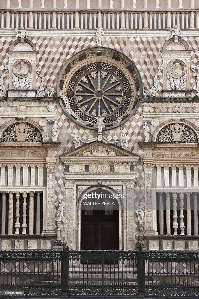 Ornate relief carvings on cathedral wall : Stock Photo
