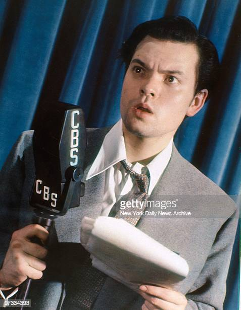 Orson Welles in the Daily News color studio