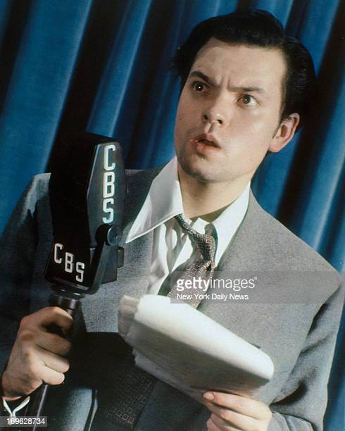 Orson Welles in the Daily News color studio recreating his famous 'War of the Worlds' speech