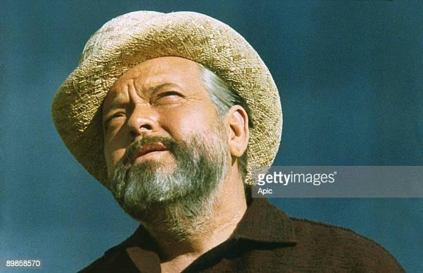 Orson Welles on the set of 'Verites et mensonges' 1973