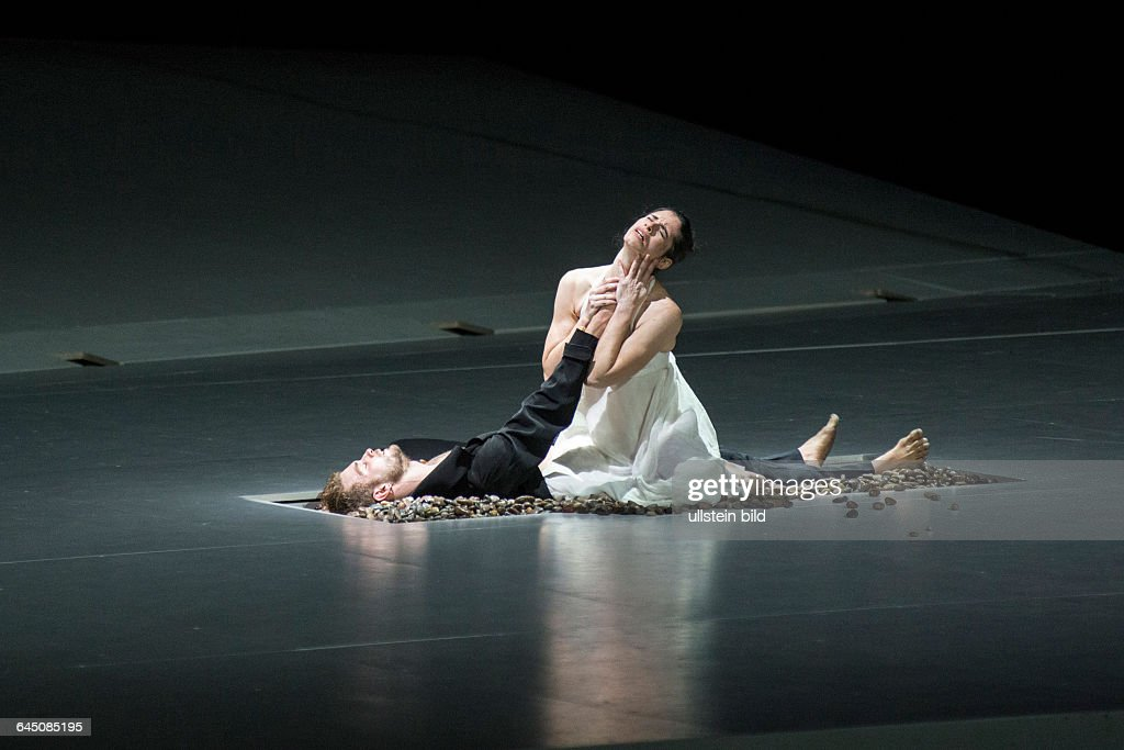 Romeo und Juliette. Autor: <a gi-track='captionPersonalityLinkClicked' href=/galleries/search?phrase=Hector+Berlioz&family=editorial&specificpeople=269284 ng-click='$event.stopPropagation()'>Hector Berlioz</a>. Musikal. Leitung: Donals Runnicles. Regie, Choreographie: <a gi-track='captionPersonalityLinkClicked' href=/galleries/search?phrase=Sasha+Waltz&family=editorial&specificpeople=825331 ng-click='$event.stopPropagation()'>Sasha Waltz</a>. Buehne: Thomas Schenk, Pia Maier Schriever, <a gi-track='captionPersonalityLinkClicked' href=/galleries/search?phrase=Sasha+Waltz&family=editorial&specificpeople=825331 ng-click='$event.stopPropagation()'>Sasha Waltz</a>. Kostueme: Bernd Skodzig. Premiere (Berlin): 18.04.15 Darst.: Joel Suarez Gomez (Romeo), Yael Schnell (Juliette).