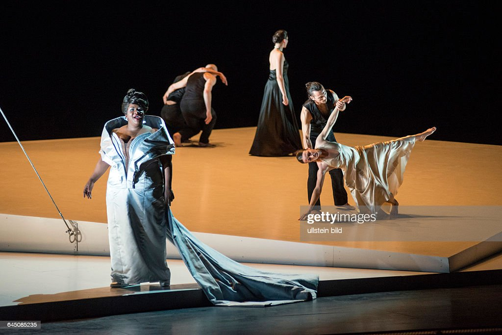 Romeo und Juliette. Autor: <a gi-track='captionPersonalityLinkClicked' href=/galleries/search?phrase=Hector+Berlioz&family=editorial&specificpeople=269284 ng-click='$event.stopPropagation()'>Hector Berlioz</a>. Musikal. Leitung: Donals Runnicles. Regie, Choreographie: <a gi-track='captionPersonalityLinkClicked' href=/galleries/search?phrase=Sasha+Waltz&family=editorial&specificpeople=825331 ng-click='$event.stopPropagation()'>Sasha Waltz</a>. Buehne: Thomas Schenk, Pia Maier Schriever, <a gi-track='captionPersonalityLinkClicked' href=/galleries/search?phrase=Sasha+Waltz&family=editorial&specificpeople=825331 ng-click='$event.stopPropagation()'>Sasha Waltz</a>. Kostueme: Bernd Skodzig. Premiere (Berlin): 18.04.15 Darst.: Ronnita Miller (Mezzosopran).