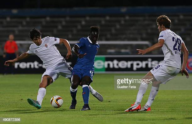 Os Belenenses' midfielder Dalcio with ACF Fiorentina's midfielder Matias Fernandez in action during the UEFA Europa League match between Os...